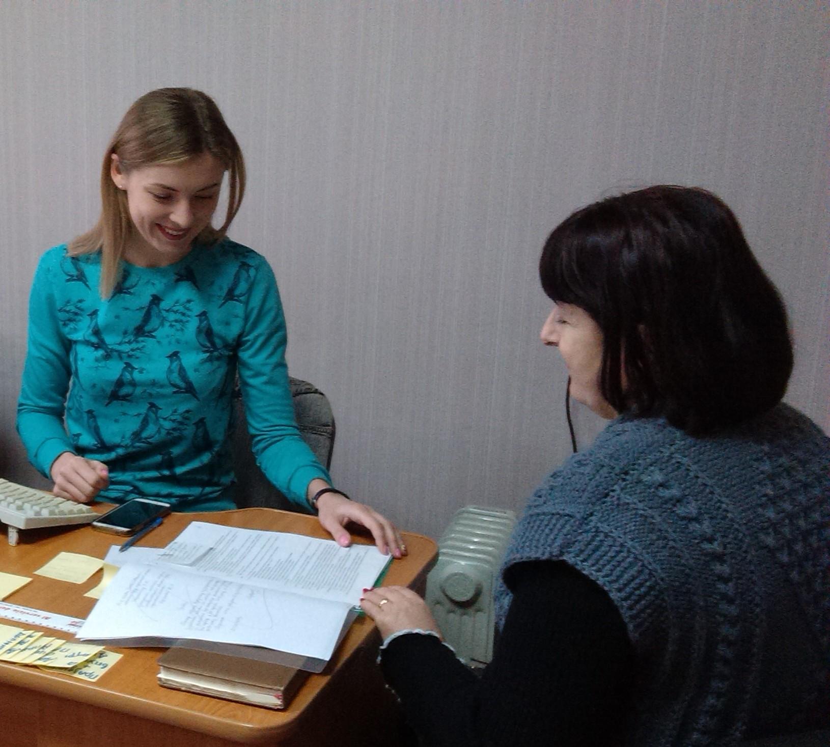 Ми поспілкувалися із Наталією Щьолоковою, яка у 2014 році покинула рідний Стаханів, що в Луганській області, дім, роботу, друзів і поїхала шукати миру та спокою, щоб врешті возз'єднатися зі своєю родиною в 150 кілометрах від зони бойових дій і почати нове життя.